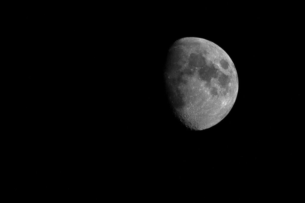 Måne på väg mot hel